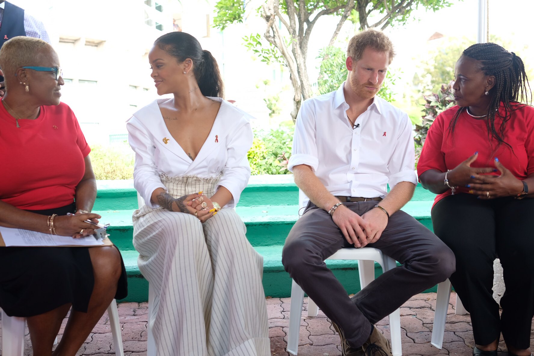Prince Harry is joined by @Rihanna on #WorldAIDSDay to show how easy it is to be tested for HIV #RoyalVisitBarbados #ProTESTHIV https://t.co/bLEcdmvLKY