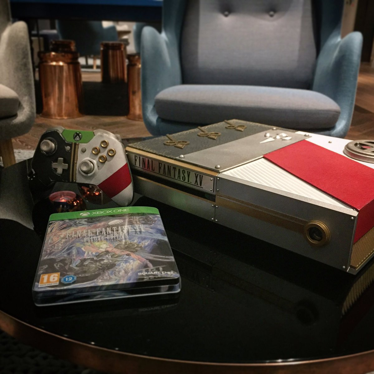 RT if you think we should giveaway this custom Final Fantasy XV console: https://t.co/mxZ3KQmlUM 🎮❤️ https://t.co/dw1Ka2Iyo4