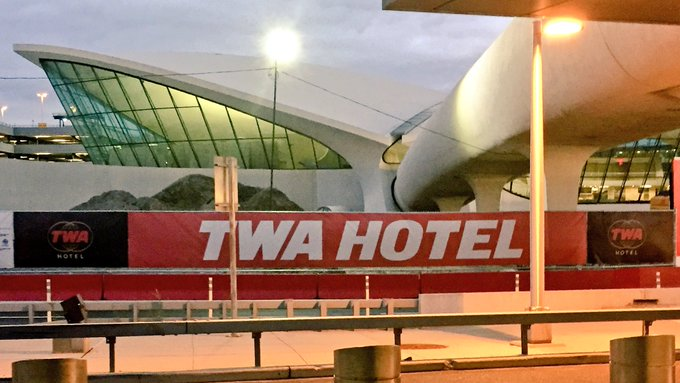 Iconic jfk terminal begins its life as the 39 twa hotel for Hotel at jfk terminal