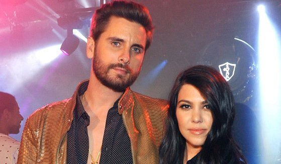 It's true, dolls! Kourtney Kardashian and Scott Disick are back together: https://t.co/qNjbR33QJJ https://t.co/3LvTw2dtZQ