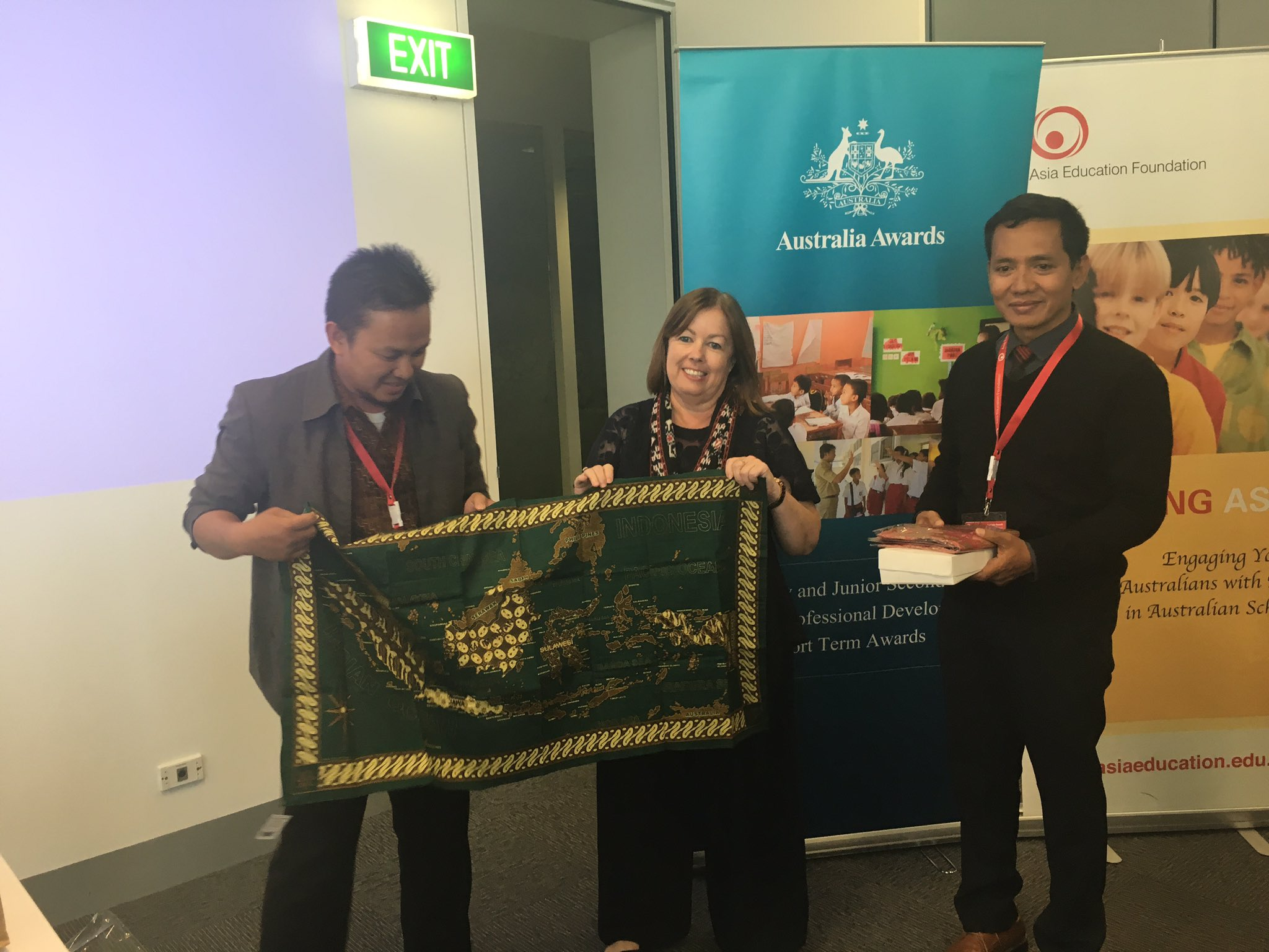Final farewell for cohort 2 #AustraliaAwards program #OzAlum thanks to all our partners that supported course delivery @acereduau @EduMelb https://t.co/e7H9Z1xl8C