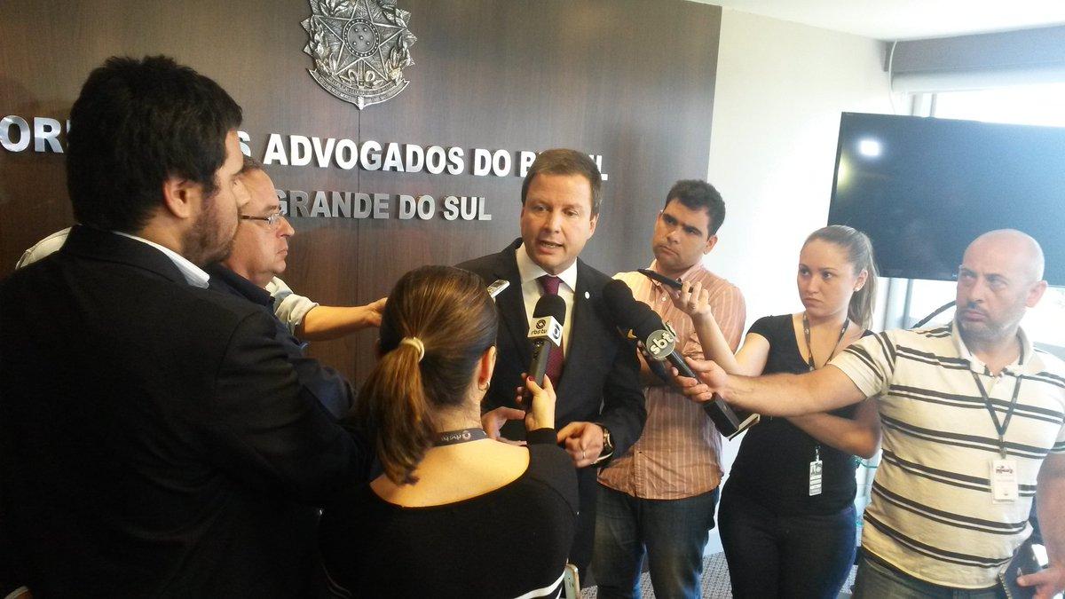 Presidente nacional da @CFOAB defende, em coletiva de imprensa, a saída imediata de Renan Calheiros https://t.co/APRj8wzlQZ