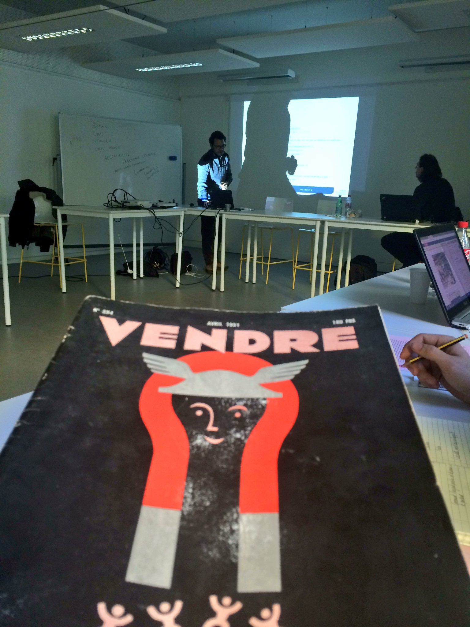 Frank Adebiaye, comptable typographe // Workshop Interculturalité @UTJeanJaures #masterDTCT #DesignJustice #WorkshopInterculturalité https://t.co/MinzFqiIfX