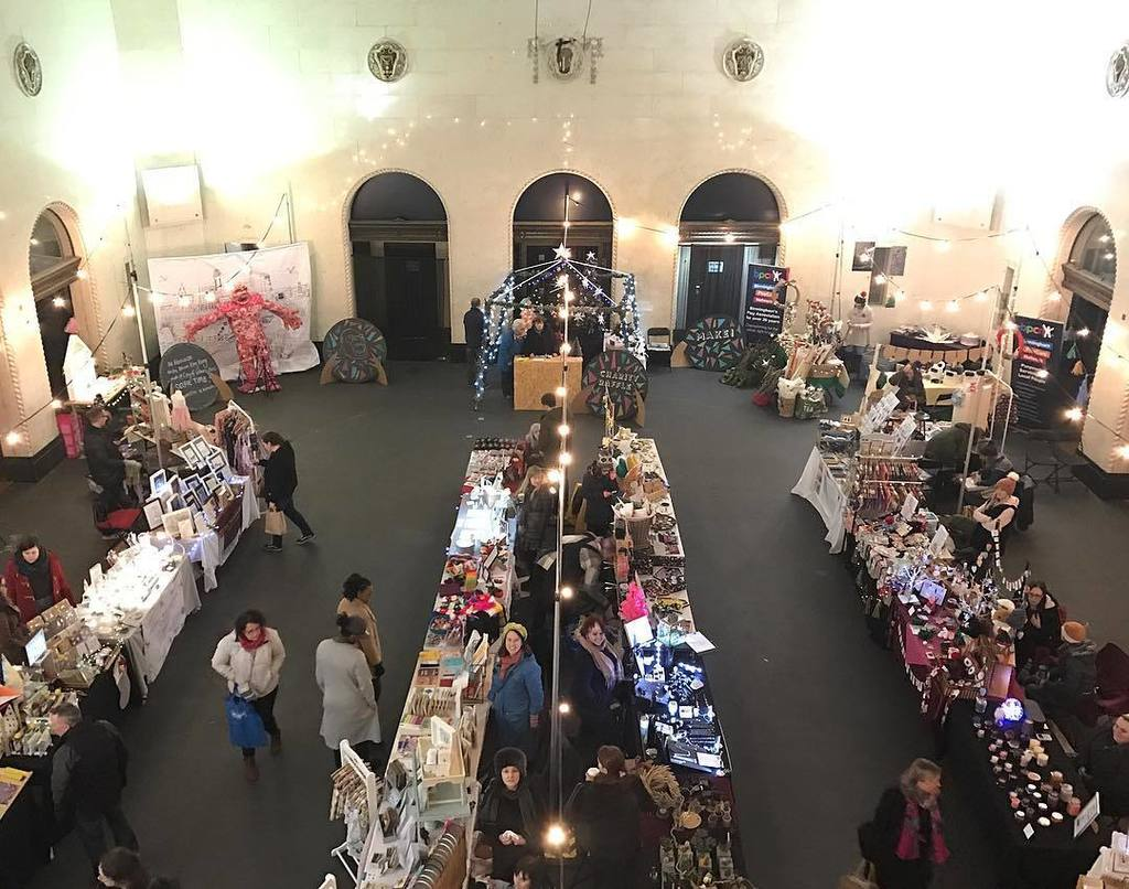 Lots of local Etsy makers at Birmingham Municipal Bank today. Swerve the German market and head to @BirminghamEtsy. https://t.co/xE7qYxTNzO