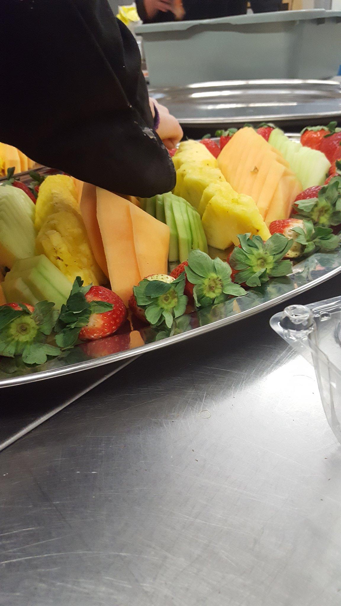 Fruit trays for formal dinner. #tldsblearns #feedallfour @infobml https://t.co/7HMroGz2RX