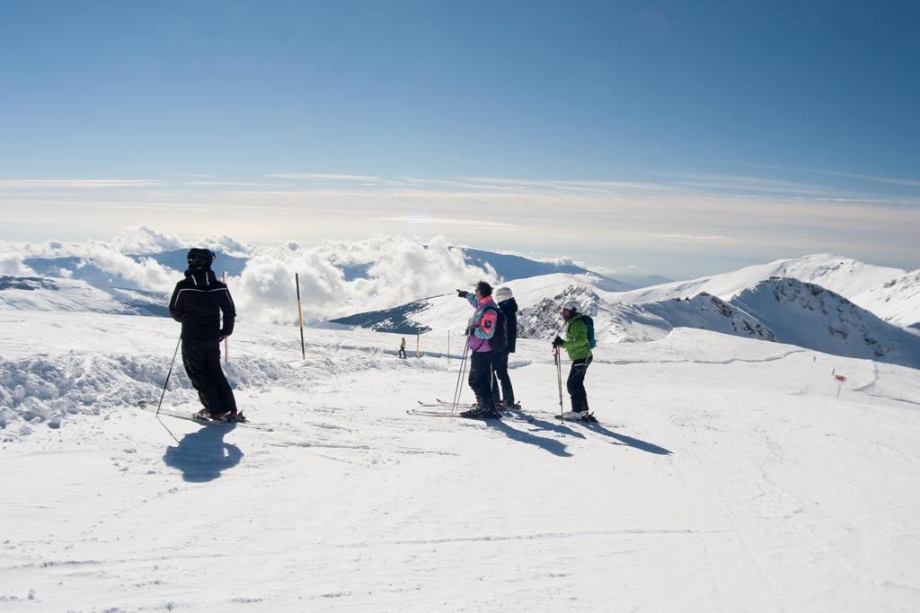 840km esquiables abiertos este finde en la Península!!! Previsión: https://t.co/DBnofNobC9 Nada mal para ser el inicio de la #Temporada16_17