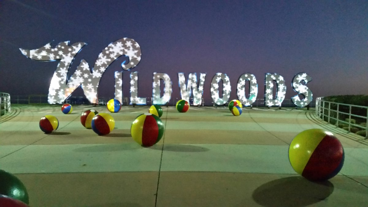 It's a winter wonderland at the Wildwoods sign this year! https://t.co/xWW4gk90CQ