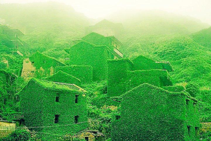 中国浙江省の後頭湾村は、かつては3000人住んでたのに、廃村になり現在1人しか住んでないらしい。ハリーポッターの撮影とかしたらすごく人気でそう。 pic.twitter.com/V9RILENKht