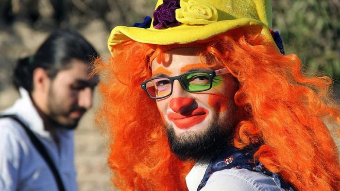 Le #Clown d&#39;#Alep mort sous les #bombes - #Video  http:// fr.azvision.az/news.php?id=29 931 &nbsp; …  #clownofaleppo #AleppoIsBurning #socialmedia<br>http://pic.twitter.com/5ERZDelZyf