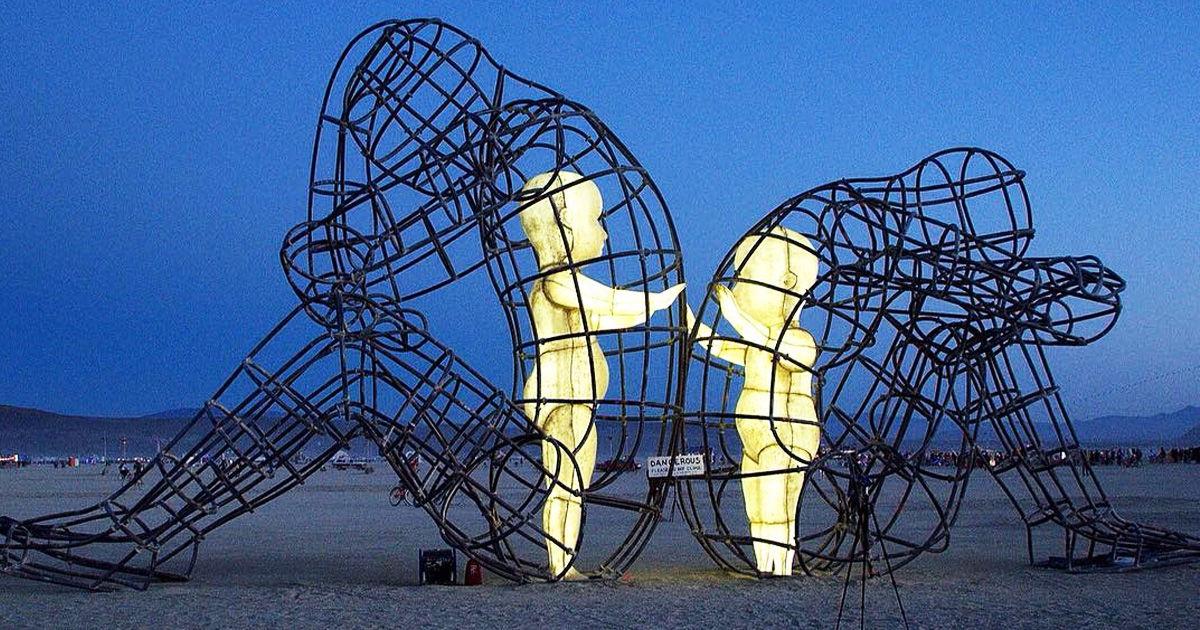 alex edmans on twitter burning man sculpture two adults violently
