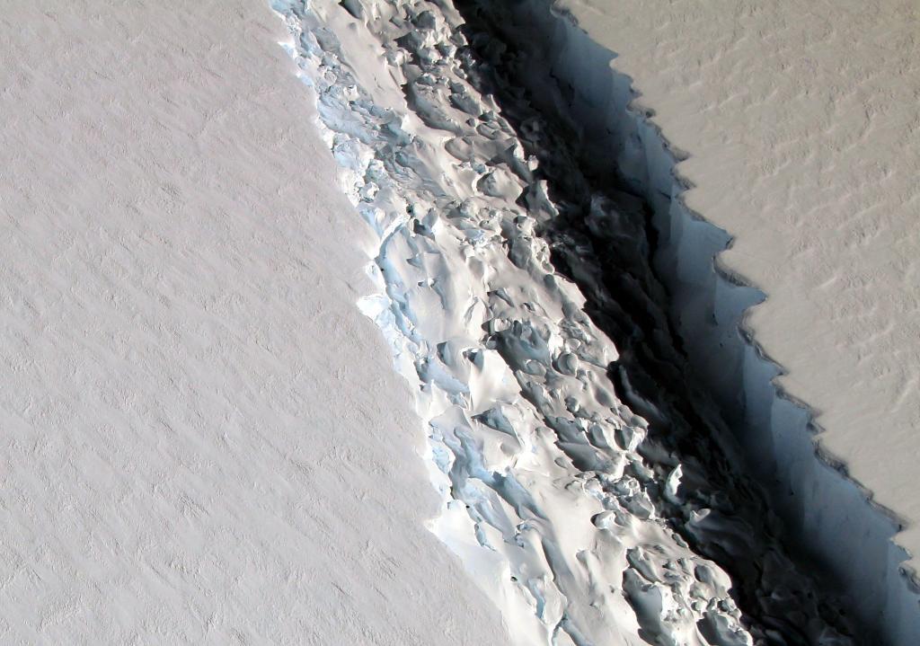 NASA photo reveals a startling 300-foot-wide rift in Antarctic Ice Shelf