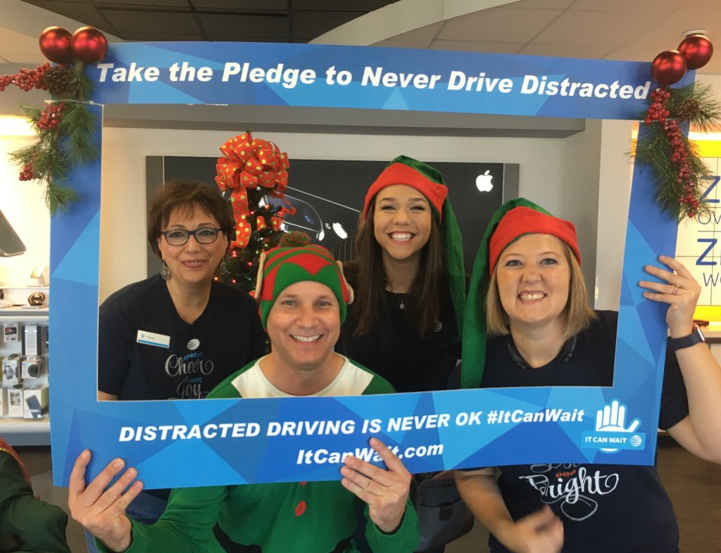 Holiday shopping today? Keep you eyes on the road, not your smartphone. #ItCanWait #ATTemployee https://t.co/9qwAe1Gn6v