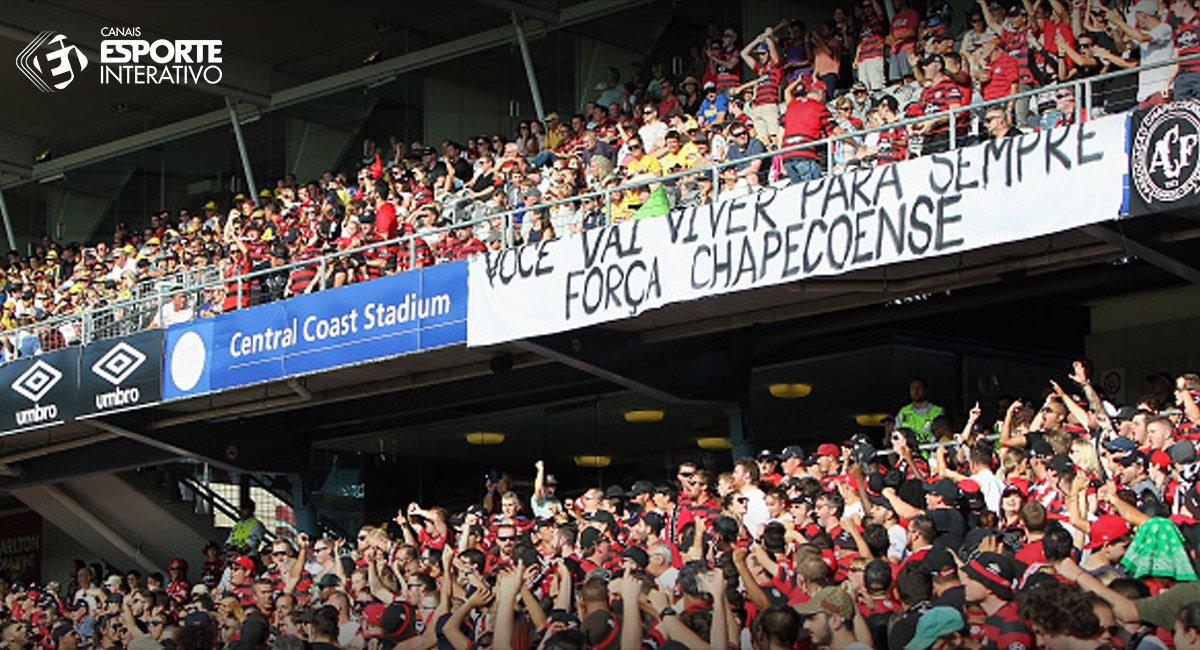Faixa estendida pela torcida do Central Coast Mariners, da Austrália, em homenagem à Chapecoense.  #ForçaChape