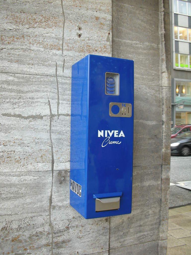 そうそう、Hamburgは二ベア発祥の地だけあって二ベア缶の自販機がありますw pic.twitter.com/69c7dbFnAY