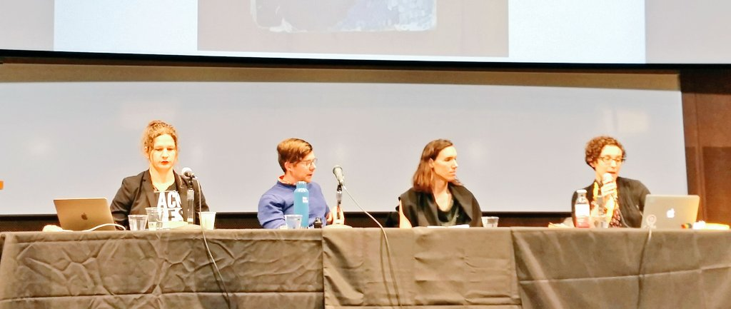 Speculative Gender & 'The Left Hand of Darkness' panel at #tiptree16, with @michacardenas, Tuesday Smillie, Aren Aizura, @alothian. #tiptree https://t.co/rS56IcFIzk