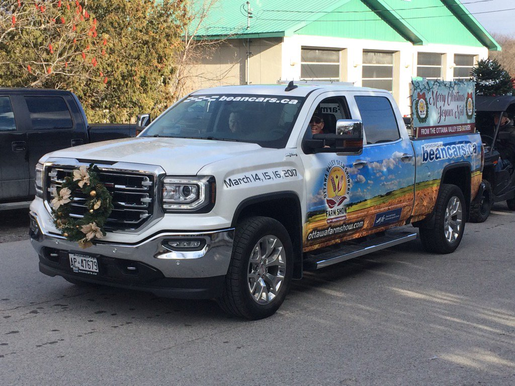 Merry Christmas from @OttawaFarmShow today with @beanchevbuickgm sponsored truck in Pakenham Santa Claus parade https://t.co/mUWQs8CMRU