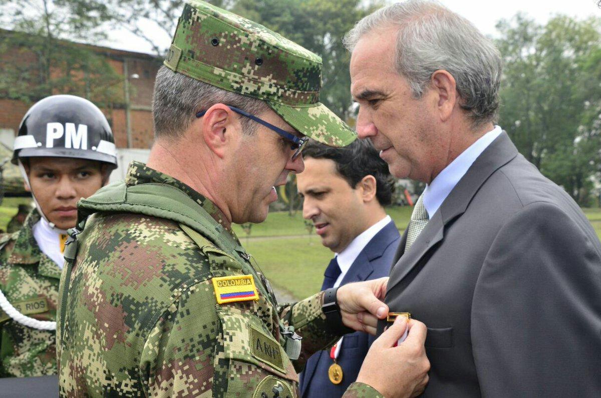 """Séptima División on Twitter: """"Comandante @Ejercito_Div7 Jorge Arturo Salgado  impone Medalla Santa Bárbara en celebración Artilleros @medellin… """""""