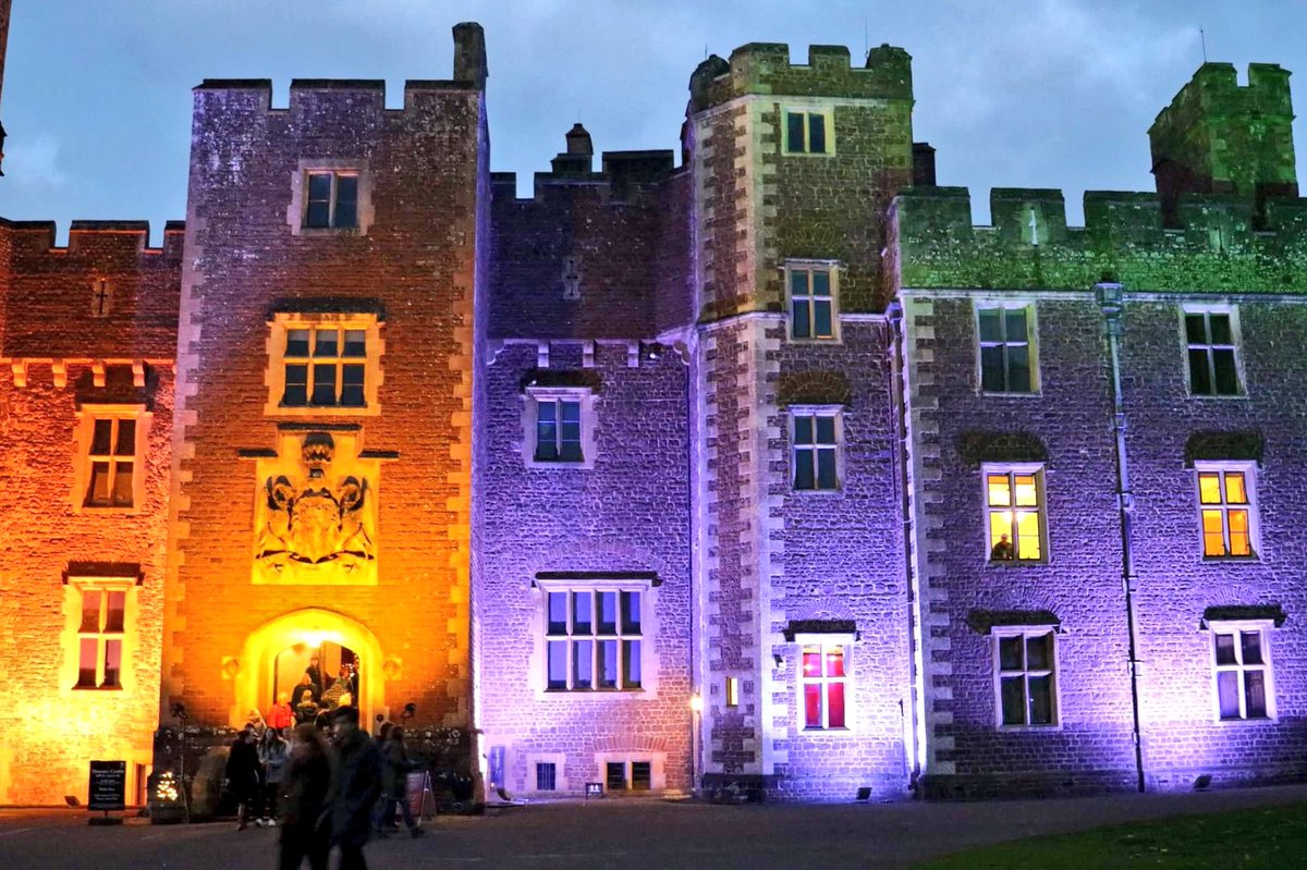 the castle looked simply stunning in purple and orange well done all involved httpstcoufvabhzhko - Purple Castle 2016
