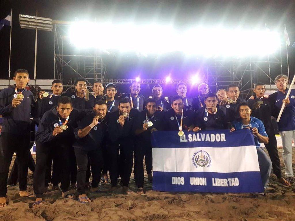 III Juegos Bolivarianos de Playa en Iquique Chile: El Salvador 5 Paraguay 3. CAMPEONES.  Medalla de Oro. CyzAMG6VQAAgqV8