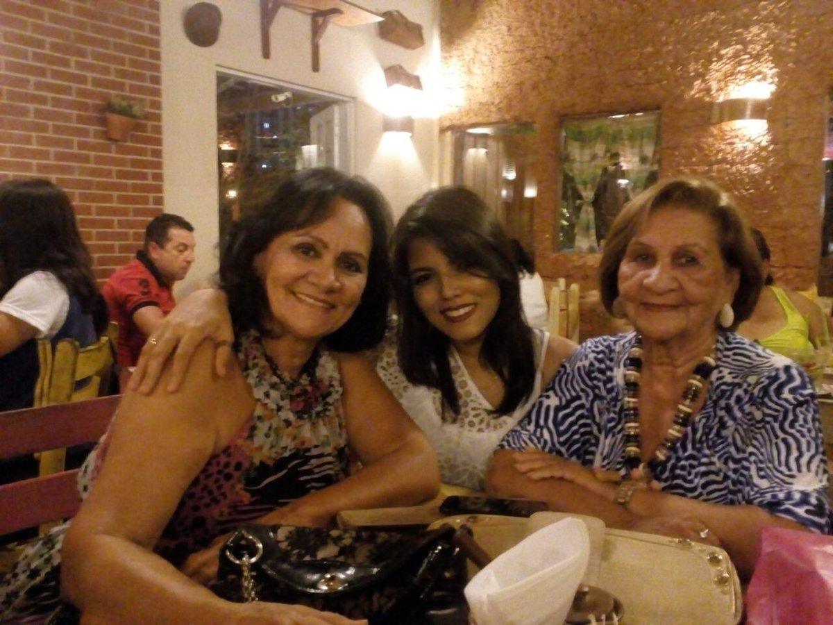 Niver da rainha #vovis #amormeu #parraxaxa #forrodanadodebom #maes #eudecabelocurto #topelada #toestranhapic.twitter.com/G3vvPD1fil