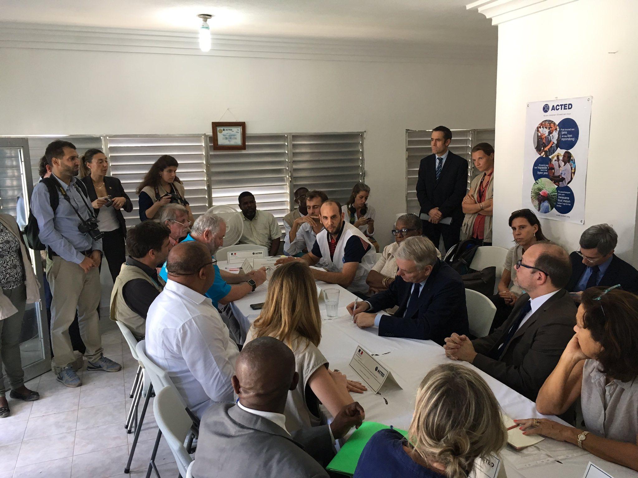 @MdM_France expose à @jeanmarcayrault et @RiouxRemy la situation de terrain après le cyclone. Appui du projet Timama fin. par @AFD_France https://t.co/4S5seIid9o