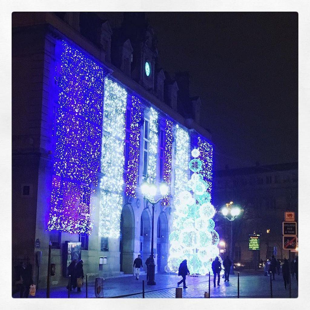 #Paris by night #mairiedu13 #13 #placeditalie #noel2016 #lights -  http:// ift.tt/2hWpyj7    pic.twitter.com/um1BC3uveN