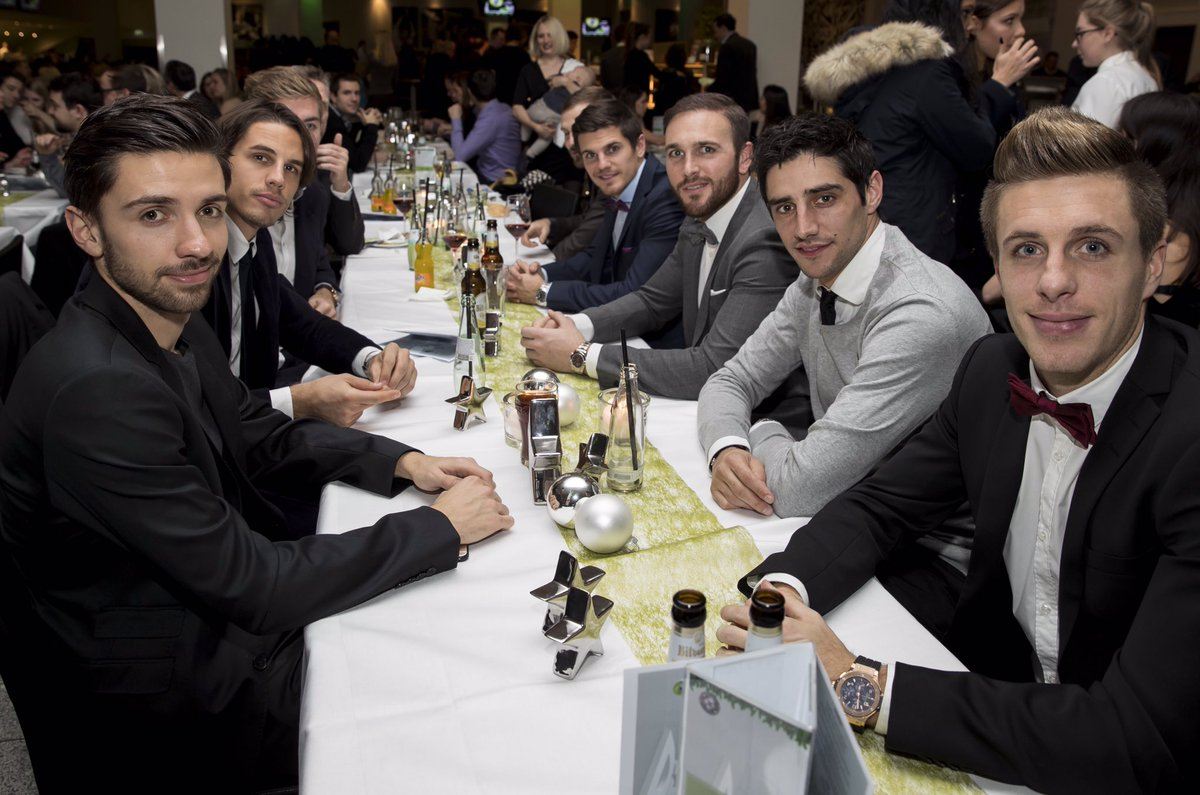 Weihnachtsfeier Mönchengladbach.Borussia På Twitter Die Fohlenelf Bei Der Weihnachtsfeier Im