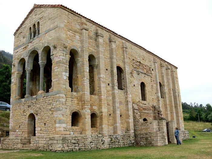 Sta Mª del Naranco (Oviedo) es una iglesia en el monte del Naranco del siglo IX y es del arte prerrománico astur-leonés. #storat1 #TC https://t.co/f9xCaAIhtr