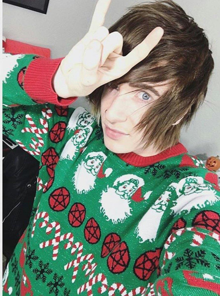 #NationalUglySweaterDay https://t.co/UmBUzfFvtb