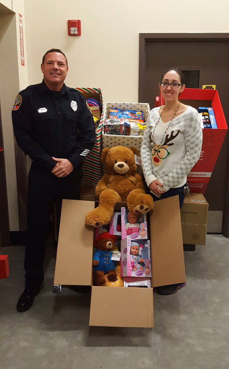 ryan schuman ryanschuman11 twitter thanks to walgreens manager kelly leader for donating all of these toys to the fpd kristi clark carter oakley memorial toy drivepic twitter com