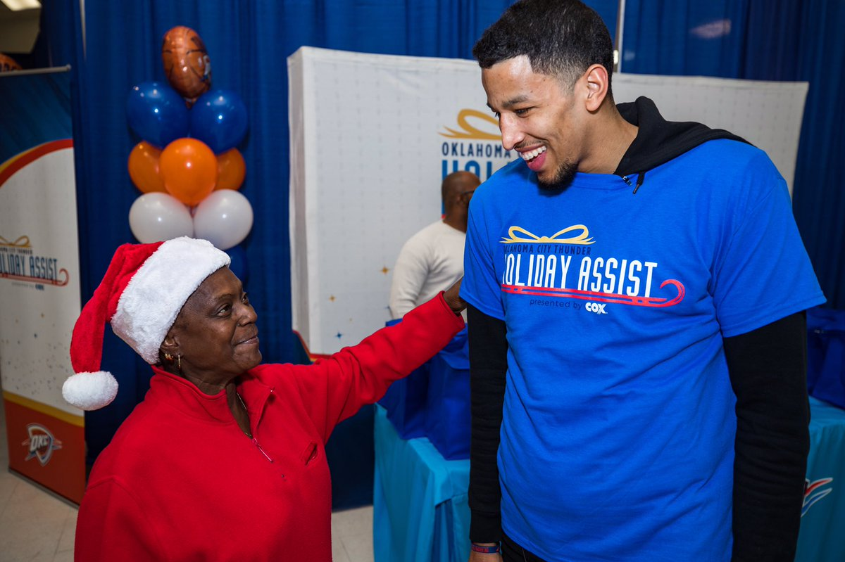 ad4c184ab Okc thunder on twitter jpg 1200x799 Andre roberson parents