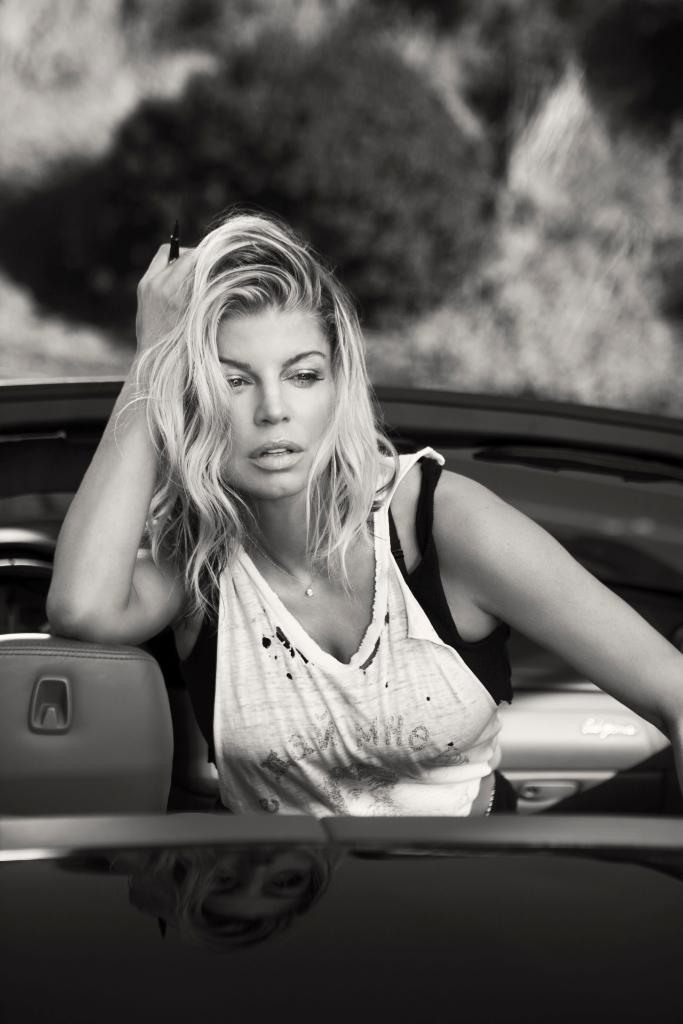 Behind-the-scenes with @Fergie 🎥🎤 https://t.co/ZdwK366iNw https://t.co...