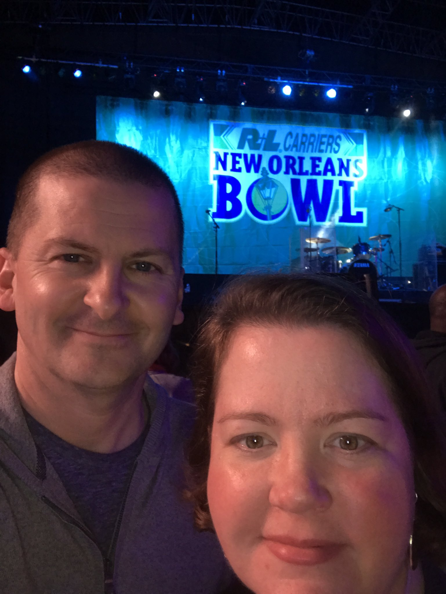 Date night! Waiting for @ginblossoms & @EzraliteArmy #rlbowl #championssquare https://t.co/vB0EzcHk6Q