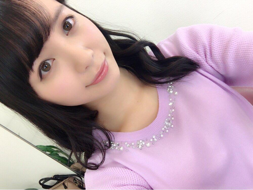 ピンクのセーターの山根千佳