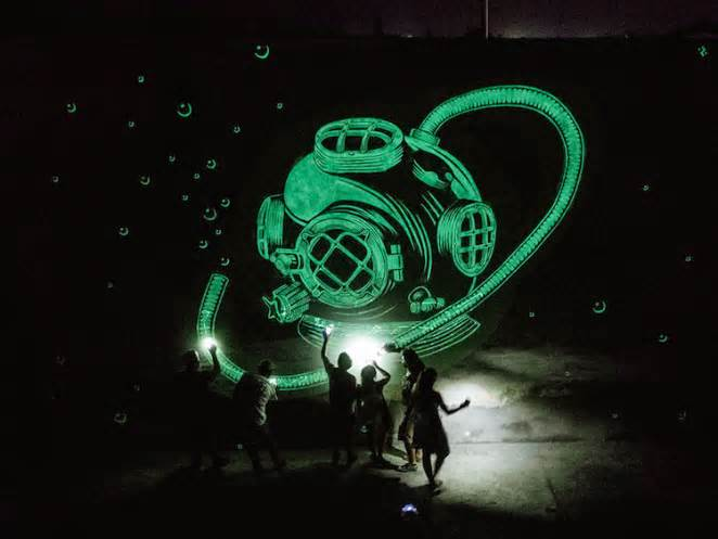 Reskate Arts & Crafts – Glow In The Dark Murals
