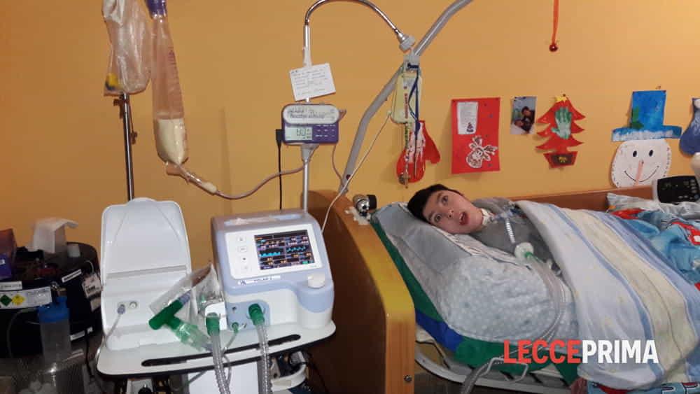 La storia di Natale: Joele, costretto dalla nascita a stare steso e tenuto in vita artificialmente