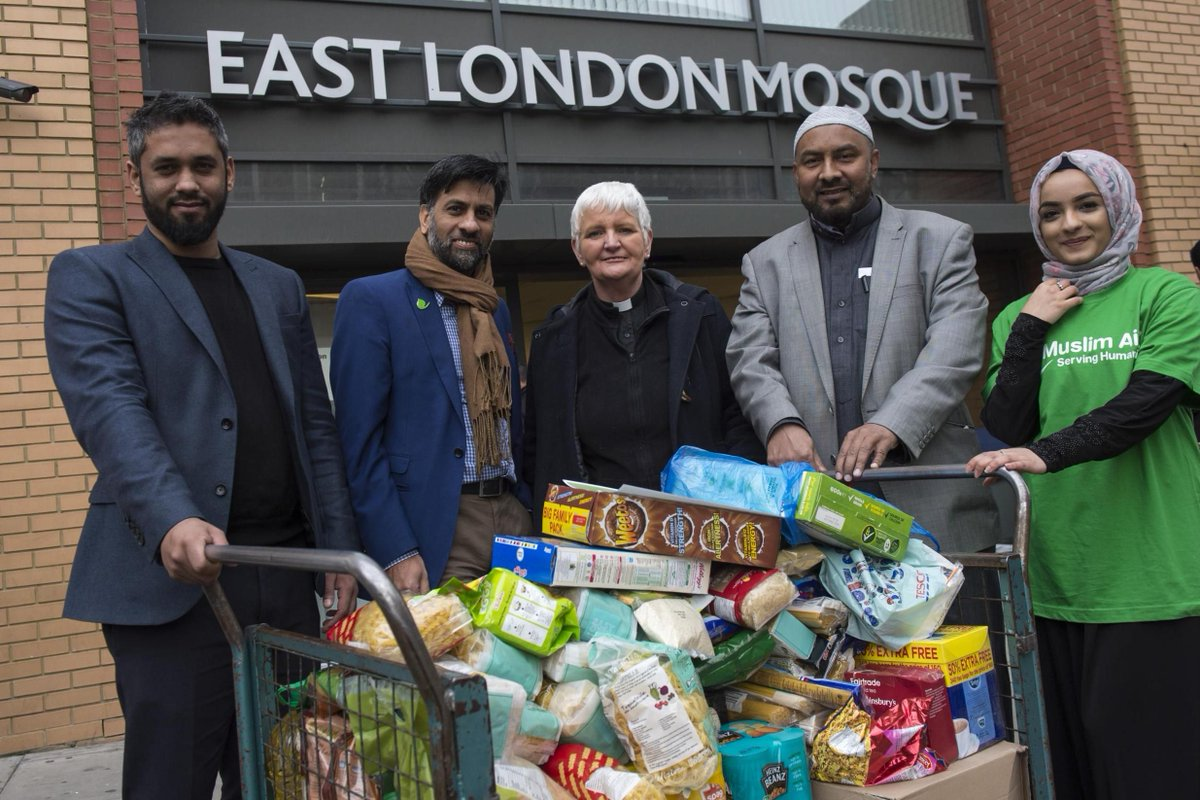 London Muslims donate 10 tonnes of food for homeless at Christmas https://t.co/rIMnfG9xaJ https://t.co/vzvQAoE2ev