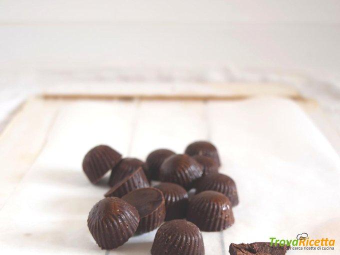 Cioccolatini con pepite di cacao crudo