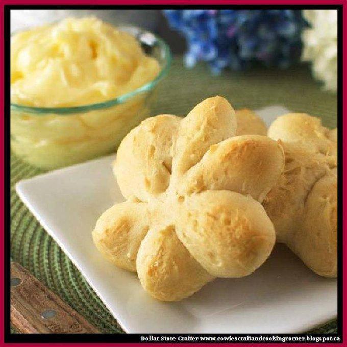 Flower Rolls With Creamy Honey Butter