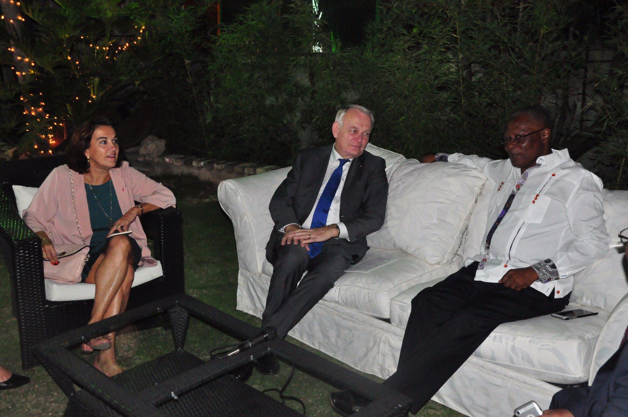 Visite du Ministre des Aff. Etrangères @jeanmarcayrault en #Haïti : entretien avec le président provisoire @JocelermeP https://t.co/zcFthPScHv