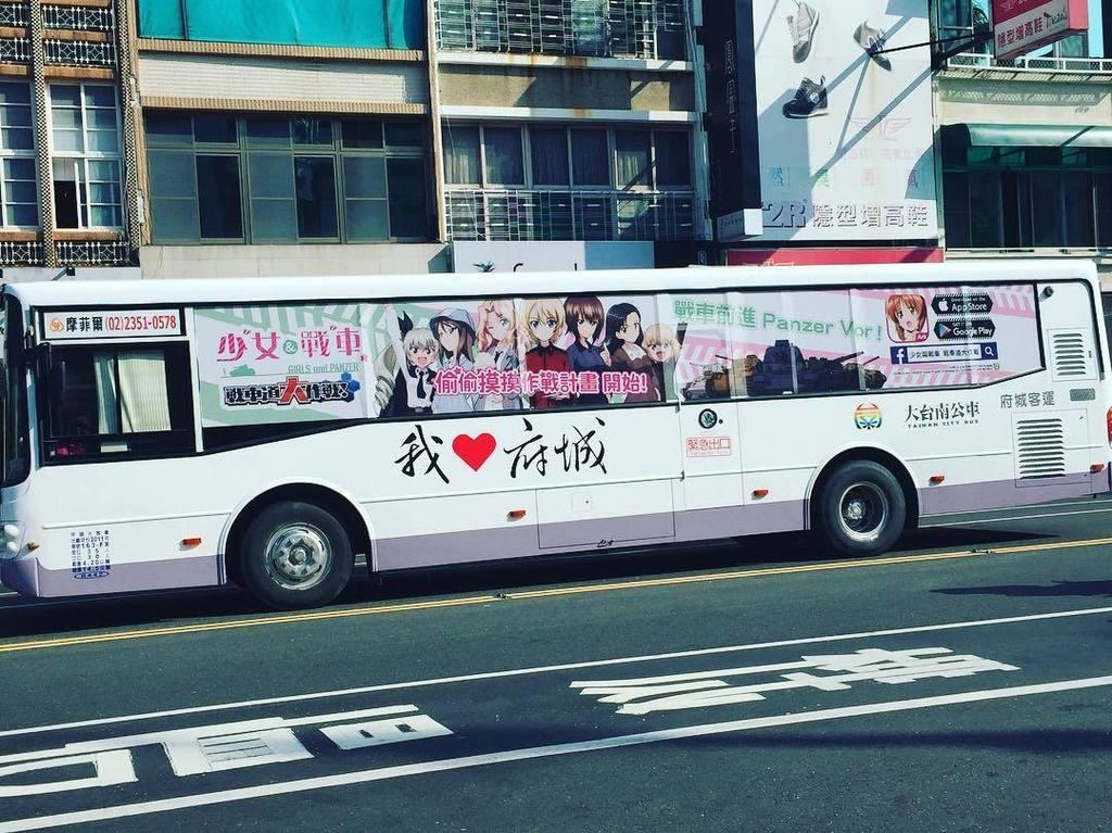 「コンビニは日本とほぼ同じだけど、街並みは結構違うしやっぱ外国だな!」って感じでようやく異国気分を取り戻した矢先にガルパンのバスが現れるのは面白いけどやめて欲しい。 https://t.co/MRUTTz0zBc https://t.co/6kzkSTxJum
