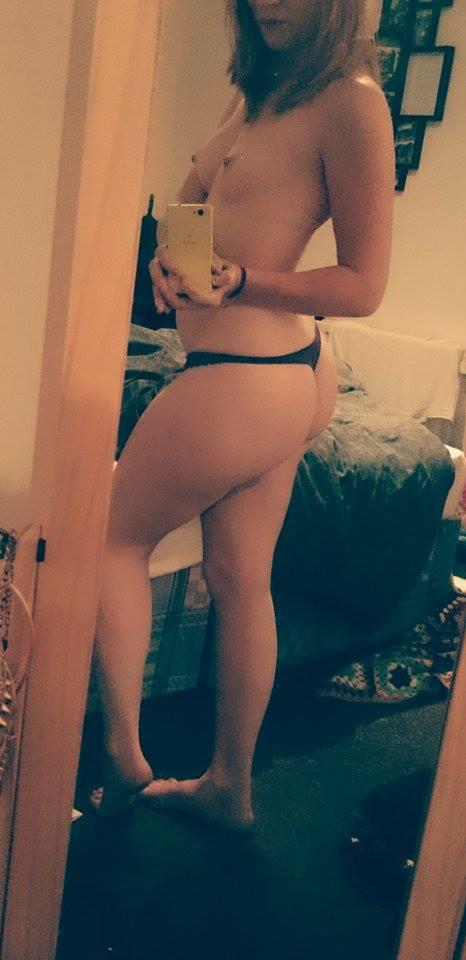 Nude Selfie 9841