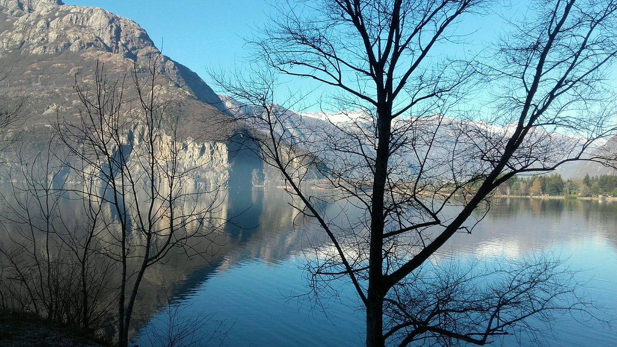 Freddo invernale, ma sole. @CMViaggi Lago di Novara Mezzola. Arrivo, mostra di Renato... https://t.co/05be35GANo https://t.co/AKAcRMiiHA