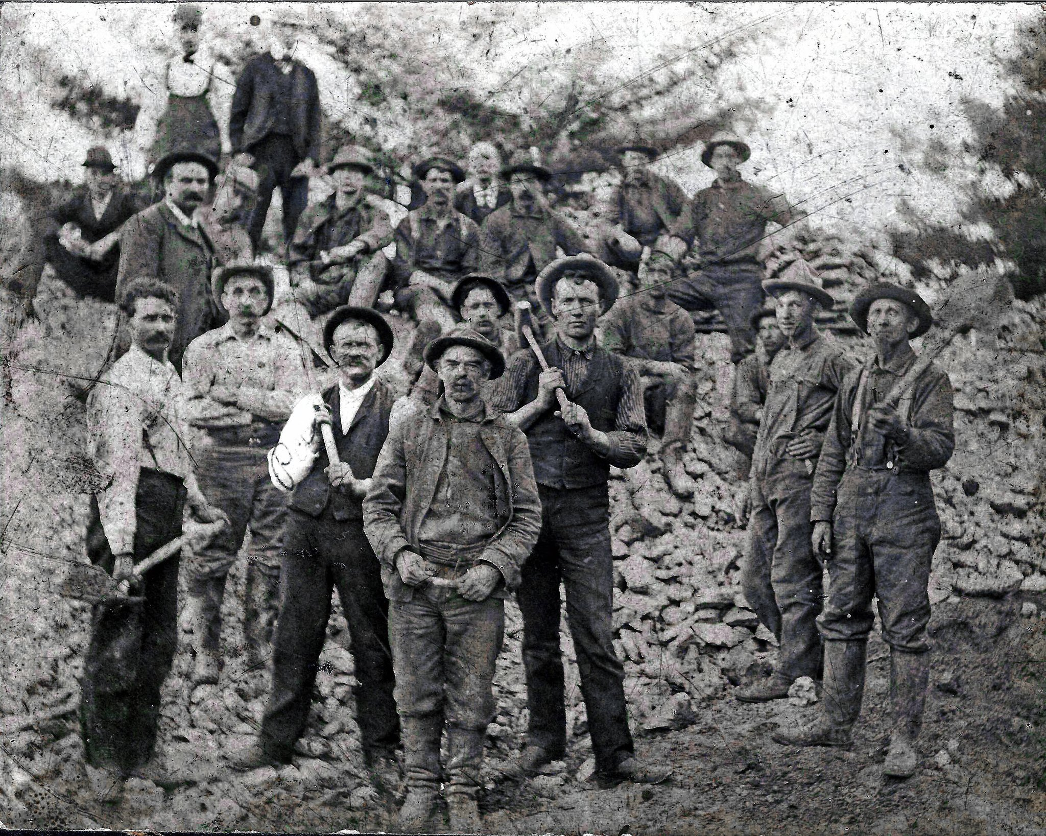 Miners at Enterprise Mine, #Platteville from the Grant Co. Hist. Society https://t.co/8gAsXEiIW5 #MinersDay #Wisconsin #History https://t.co/VrriXQGfXw