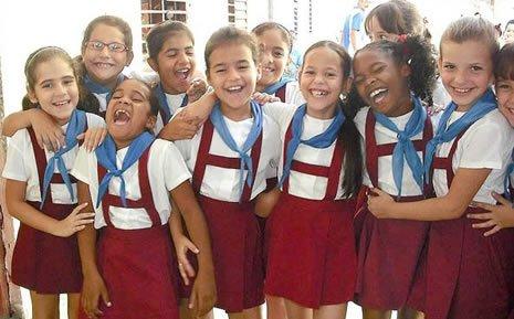Niños cubanos con educación gratuita