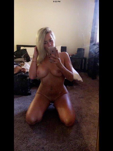 Nude Selfie 9671