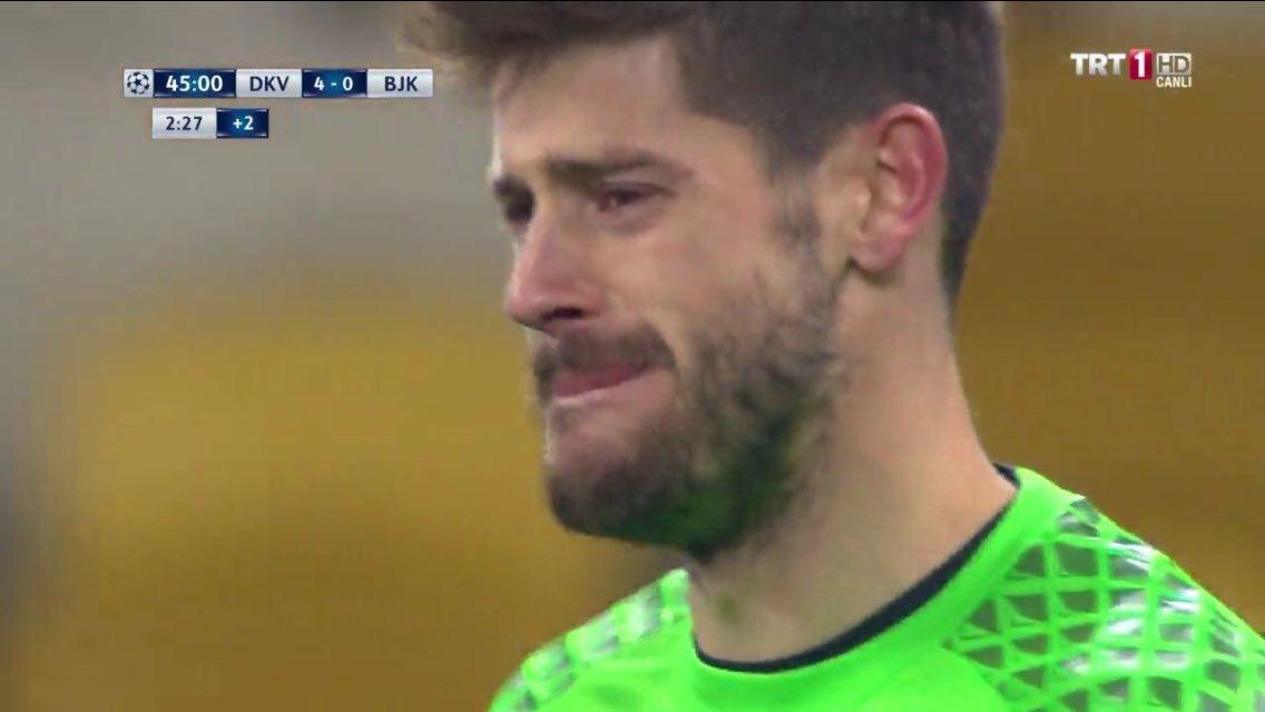بكاء حارس بشكتاش بعد تلقيه الهدف الرابع من دينامو كييف