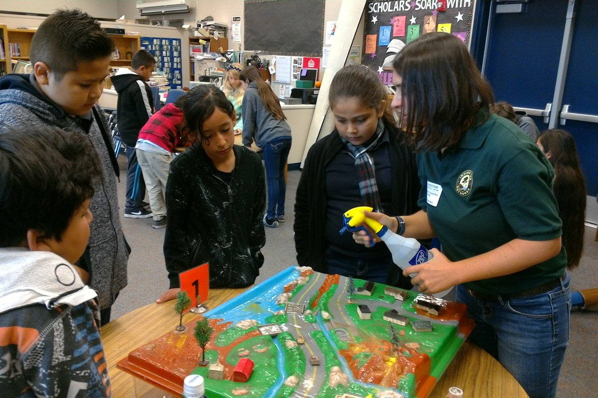 5th graders expand their water knowledge with Inside the Outdoors' traveling scientist! @ITOFoundation https://t.co/5iv5fBCUyz