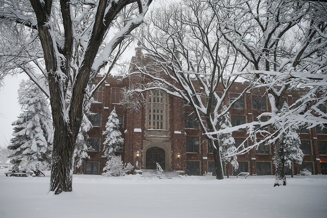 Photos from a quiet & snowy campus today. (2 of 2) #MyUND @UNDArtSci @UND_Alumni https://t.co/k6HQtZGMSC