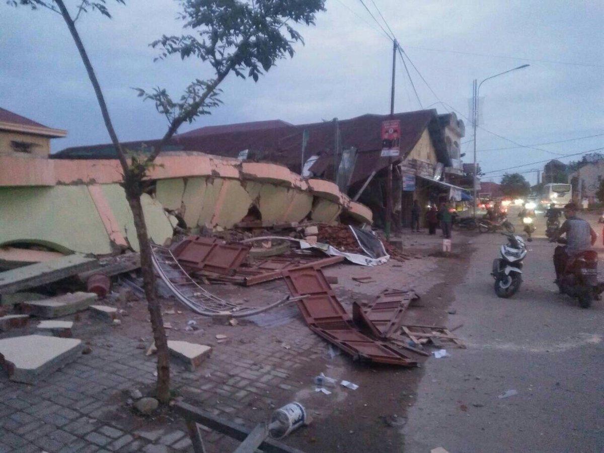 Kondisi bangunan rusak pasca gempa 6,4 SR di ulee glee, Kab. Pidie Jaya, Aceh. via @CISClhokseumawe #prayforaceh https://t.co/gqq0WuQXMq